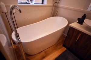 Create your dream bathroom with a grogeous slipper bath