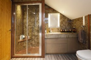 Ensuite bathroom ideas and inspiration. Beautiful ensuite bathroom in cream and brown marble
