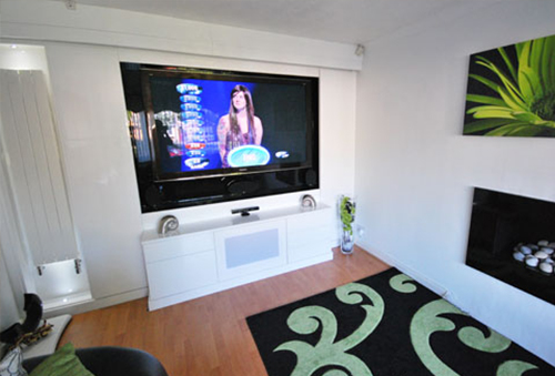 Media unit in high gloss white designed to fit the wall and compliment the tv