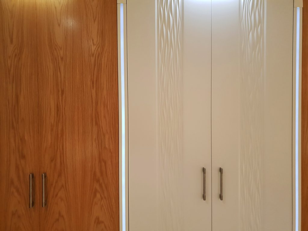 Wardrobe white wave and oak door