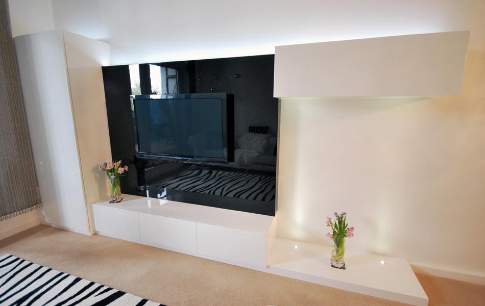 Media unit in high gloss white